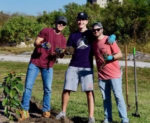 Gartner Group volunteers getting their mulch on at Lakes Park